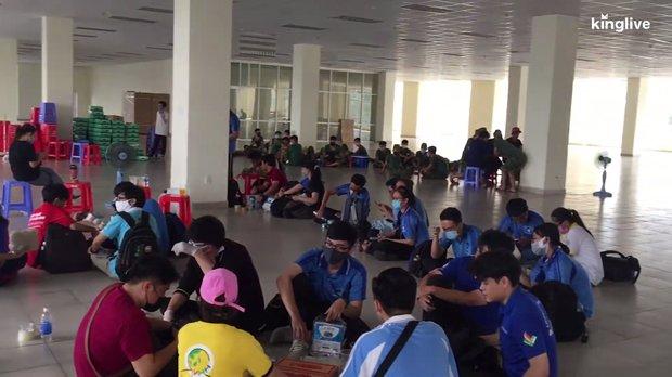 Tình nguyện viên dọn dẹp KTX ĐH Quốc gia TP.HCM thành khu cách ly: Nếu thấy cảnh này, mong một số người sẽ hiểu và bớt than thở-3