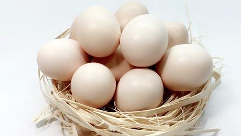 Mẹo lướt qua 3 giây biết được trứng ngon tươi mới, không bị người bán hàng qua mặt