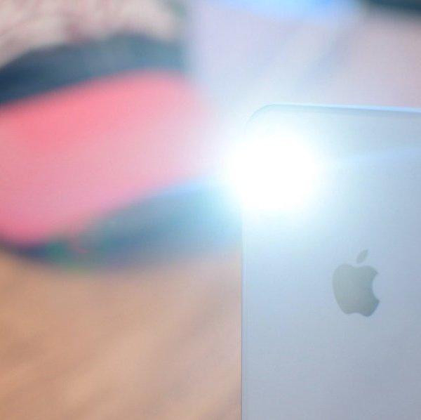 4 cách bật hoặc tắt đèn pin nhanh trên iPhone
