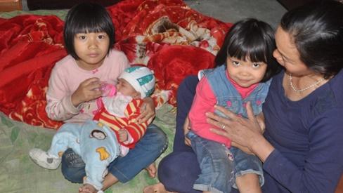 Những đứa trẻ bất hạnh bị bố mẹ bỏ rơi sống trong nghèo đói