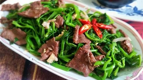 Xào thịt bò nên để dầu nóng hay lạnh, nhiều người làm sai bảo sao thịt dai lại dính chảo