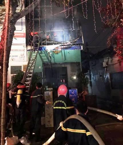 Nghệ An: Cháy lớn ở căn nhà hai tầng, nhiều hàng hóa bị thiêu rụi