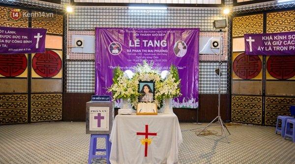 Tang lễ cố diễn viên Mai Phương: Người cha nén đau thương, lặng lẽ đứng bên linh cữu con gái-1