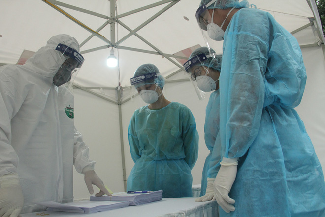 Ảnh: Trạm xét nghiệm nhanh COVID-19 cho kết quả trong 10 phút chính thức mở cửa đón bệnh nhân-10