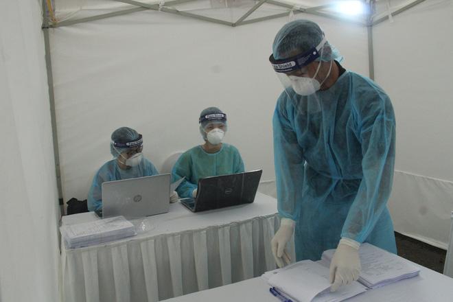Ảnh: Trạm xét nghiệm nhanh COVID-19 cho kết quả trong 10 phút chính thức mở cửa đón bệnh nhân-14