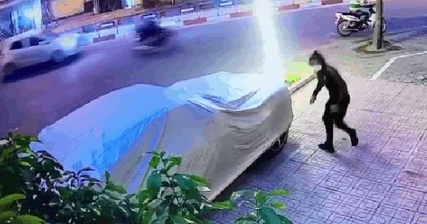 Lợi dụng lúc bảo vệ đi vệ sinh, thanh niên trộm 3 ốp la-zăng đắt đỏ của siêu xe trong chưa đầy 1 phút