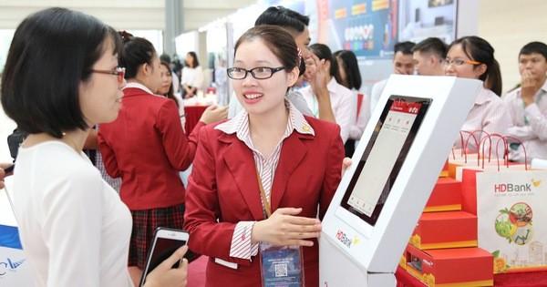 """Ra mắt chương trình """"Tải App HDBank – Rinh Vespa sành điệu"""""""