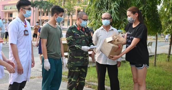 Võ Hoàng Yến quyên góp tiền ủng hộ công tác phòng chống dịch ở khu cách ly