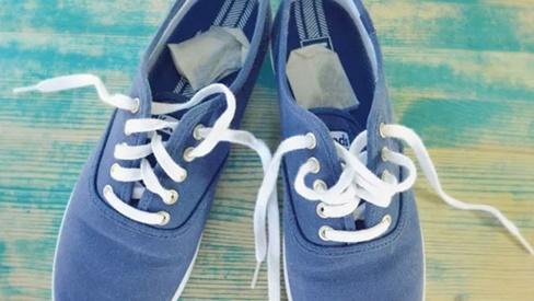 Giày hôi khiến bạn mất tự tin, xử lý đơn giản nhờ những thứ có sẵn trong nhà