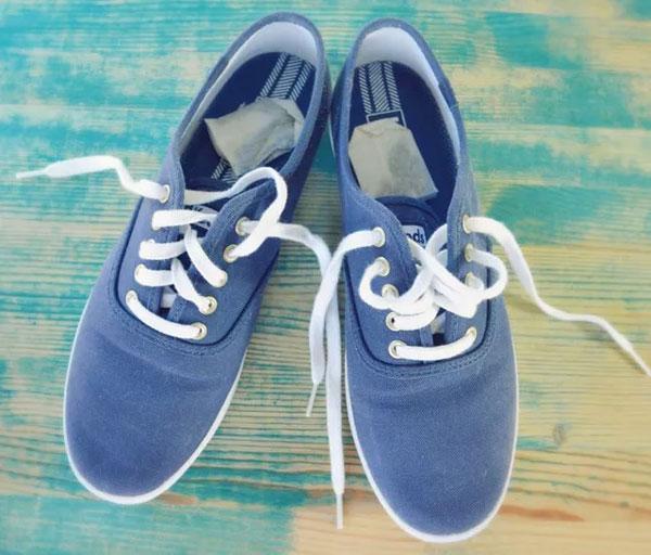 Giày hôi khiến bạn mất tự tin, xử lý đơn giản nhờ những thứ có sẵn trong nhà-1