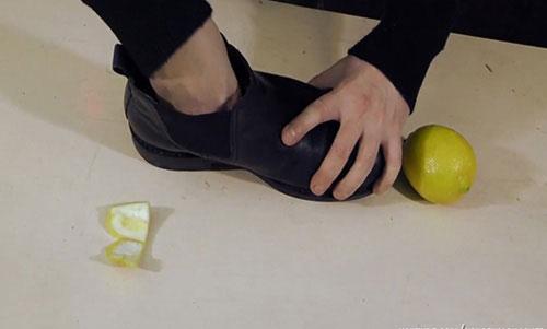 Giày hôi khiến bạn mất tự tin, xử lý đơn giản nhờ những thứ có sẵn trong nhà-2