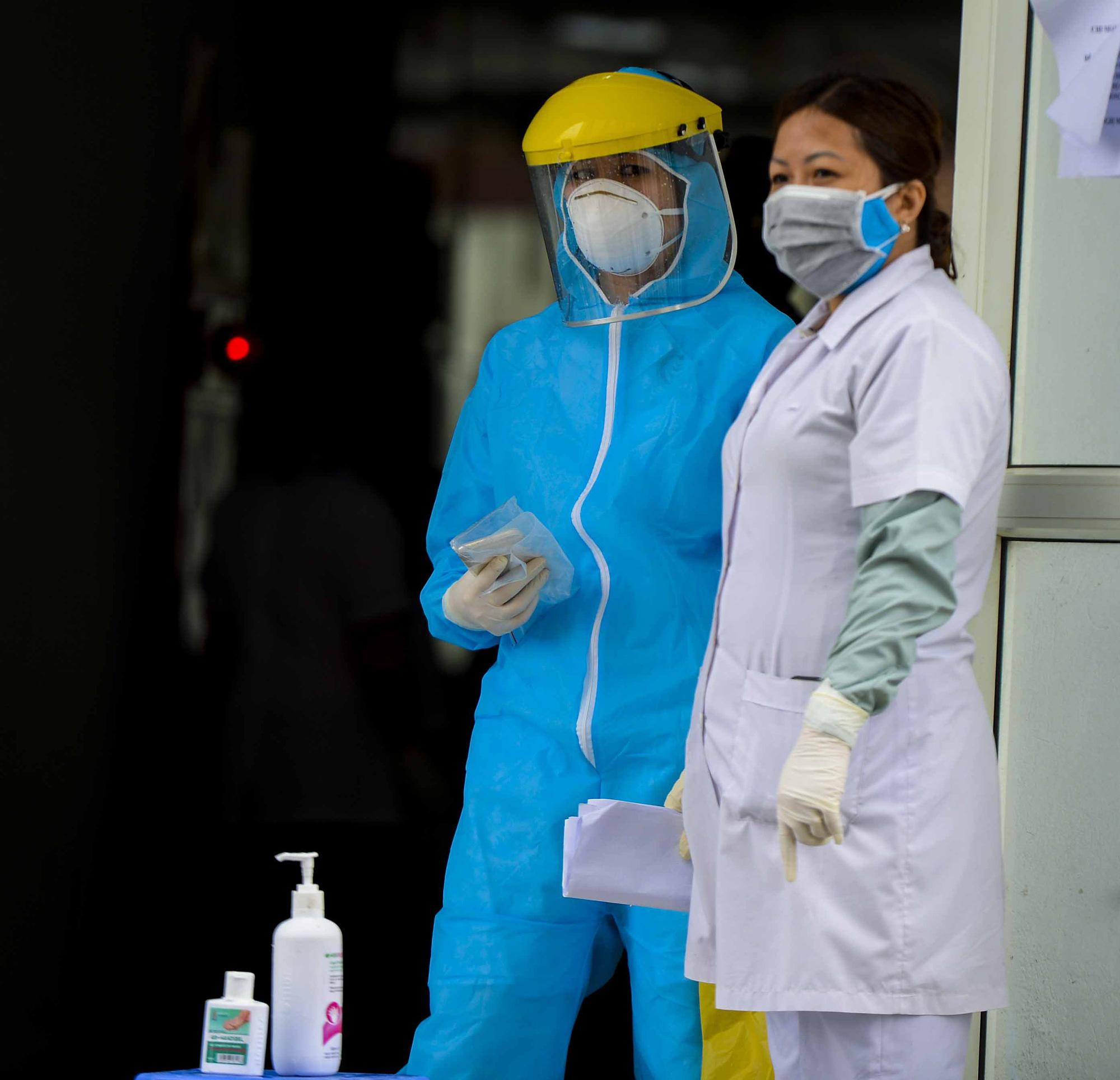 [Ảnh] Tiếp tế 350kg rau cho khu chung cư gần 1.000 dân cách ly ở Hà Nội-13