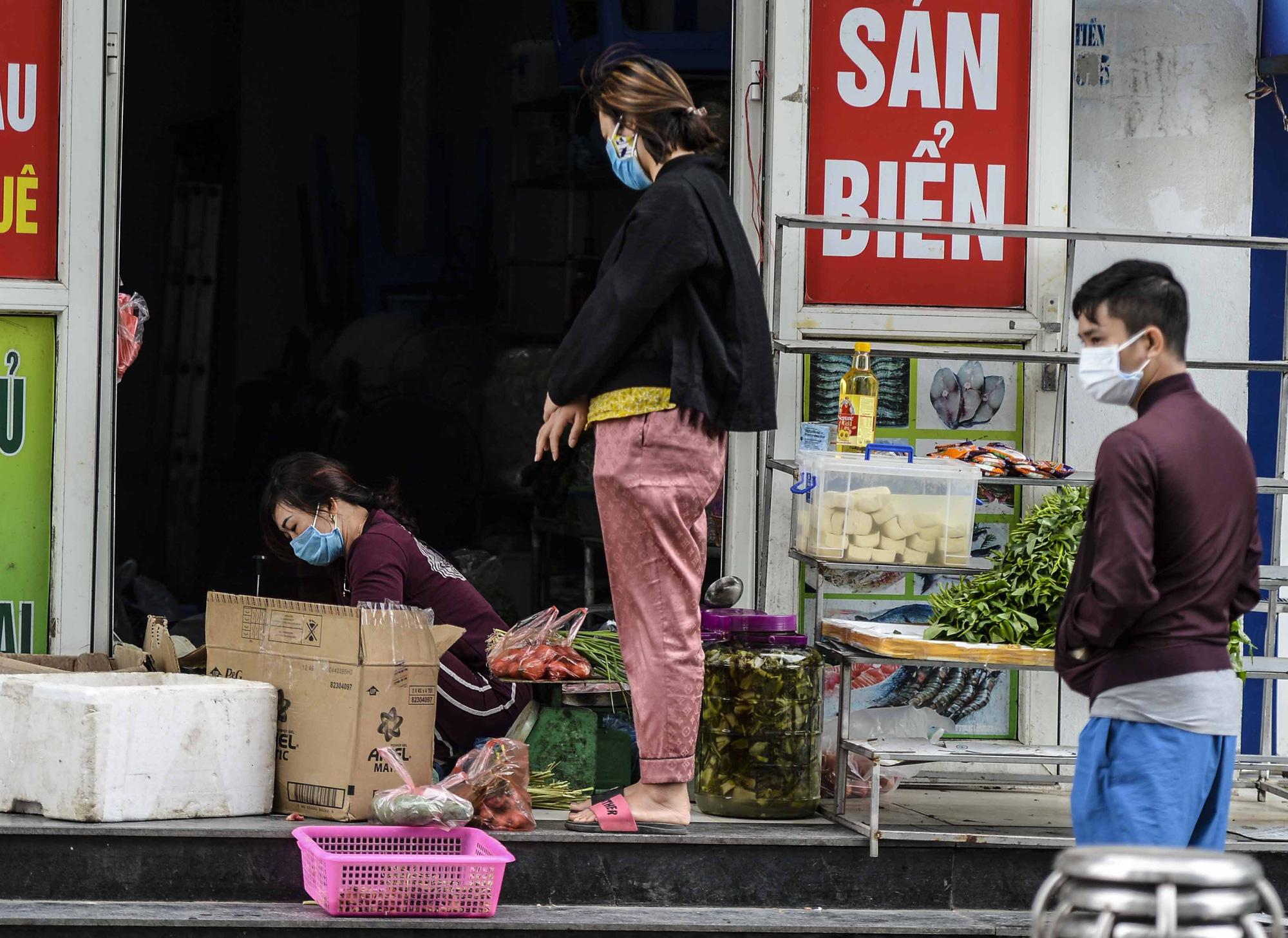 [Ảnh] Tiếp tế 350kg rau cho khu chung cư gần 1.000 dân cách ly ở Hà Nội-12