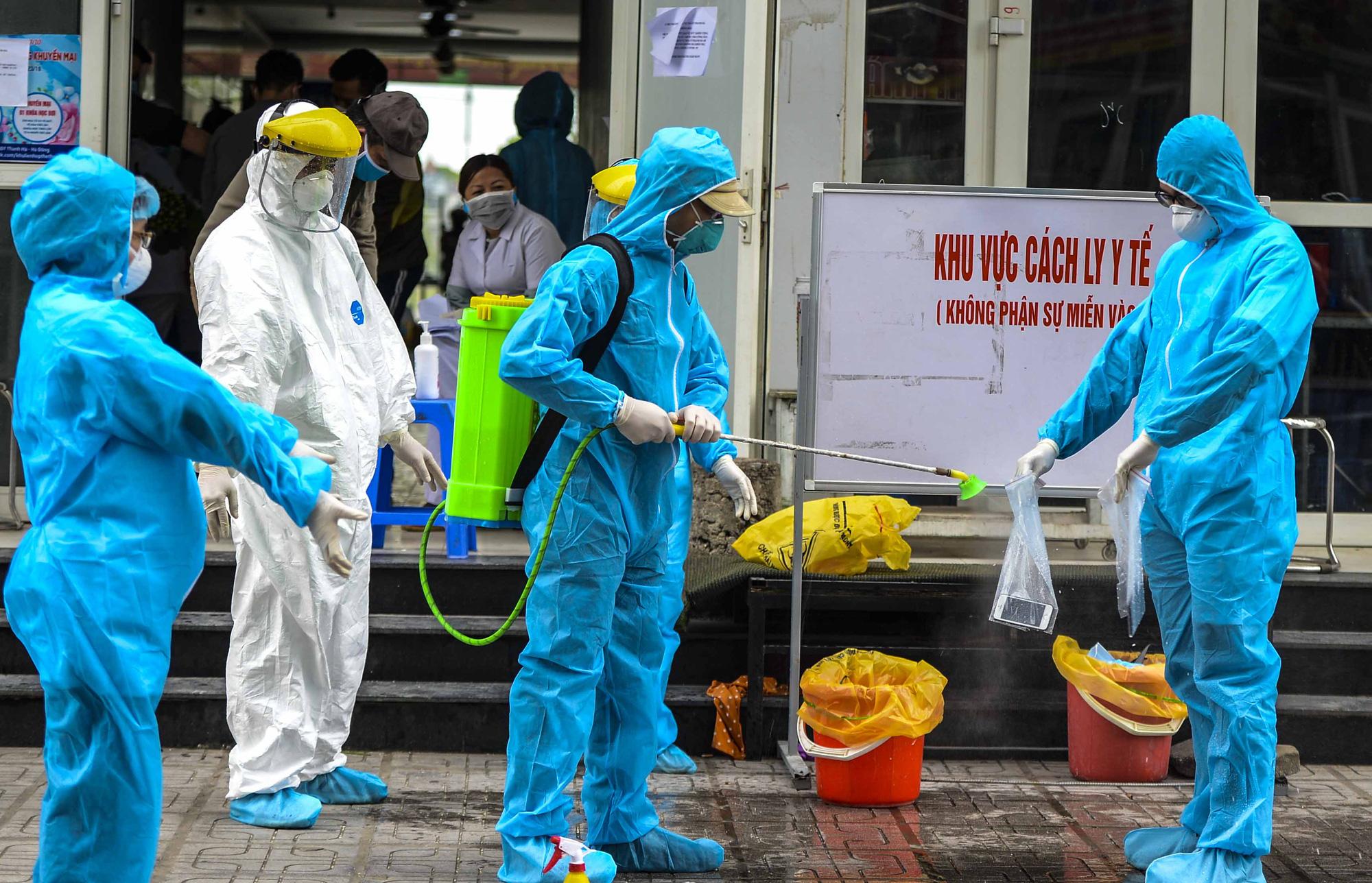 [Ảnh] Tiếp tế 350kg rau cho khu chung cư gần 1.000 dân cách ly ở Hà Nội-2