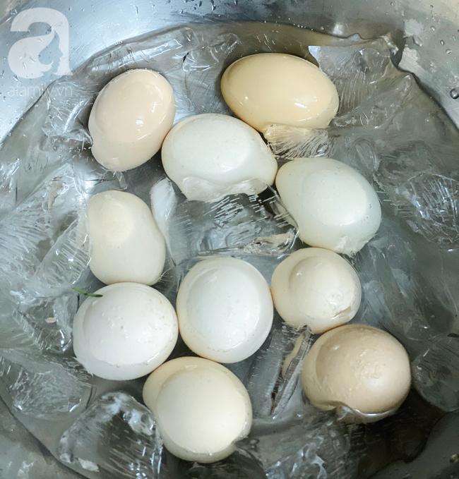 Vụng mấy cũng làm được trứng ngâm xì dầu ăn siêu ngon-5