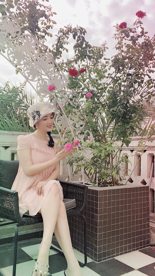 Hoa hậu Giáng My trồng rau và hoa quanh biệt thự trong lúc ở nhà trốn Covid-19-7