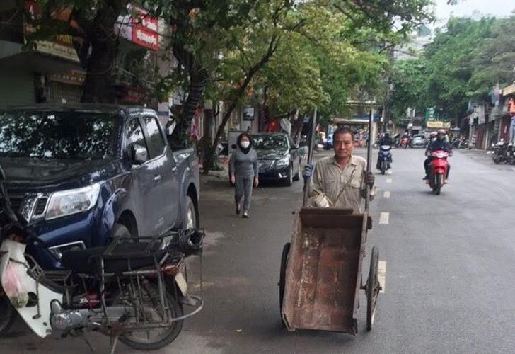 Đi chợ không đeo khẩu trang cũng như lưu thông trên đường không đội mũ bảo hiểm-3