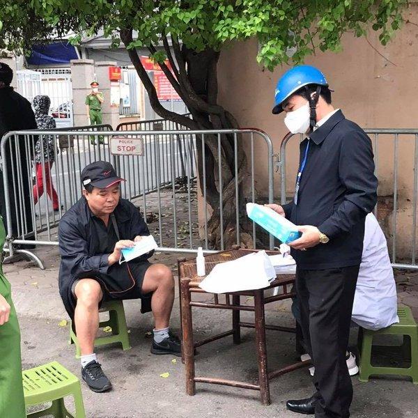 Hà Nội tiến hành xử phạt hàng loạt người dân không đeo khẩu trang