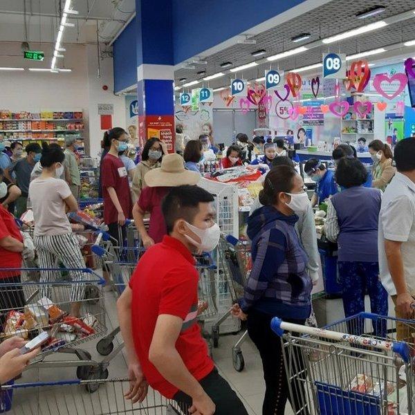 Một số người dân mua đồ tích trữ, ngành chức năng khẳng định không thiếu hàng hoá