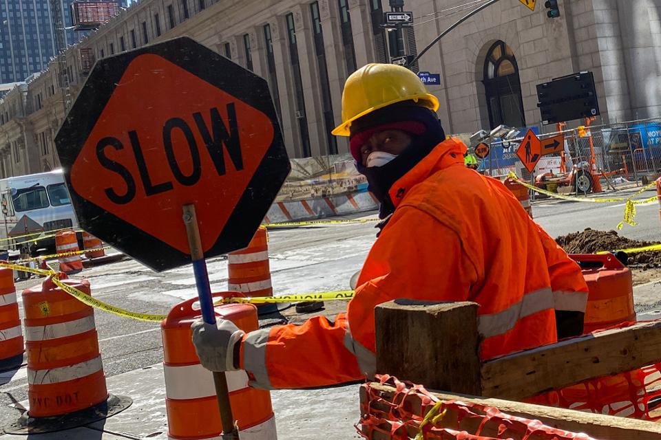 Tình trạng thất nghiệp bùng phát trên toàn cầu vì dịch Covid-19: Người lao động khắc khoải chờ đợi khoản trợ cấp tới hàng chục triệu đồng/tháng-1