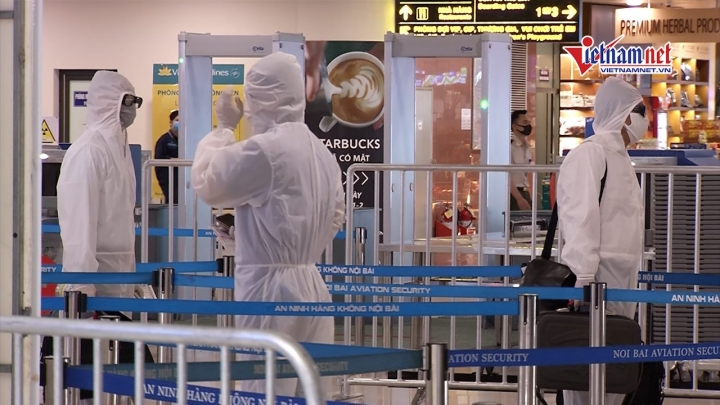 Bay thời Covid-19: Hành khách cách nhau 2m, khai báo y tế online