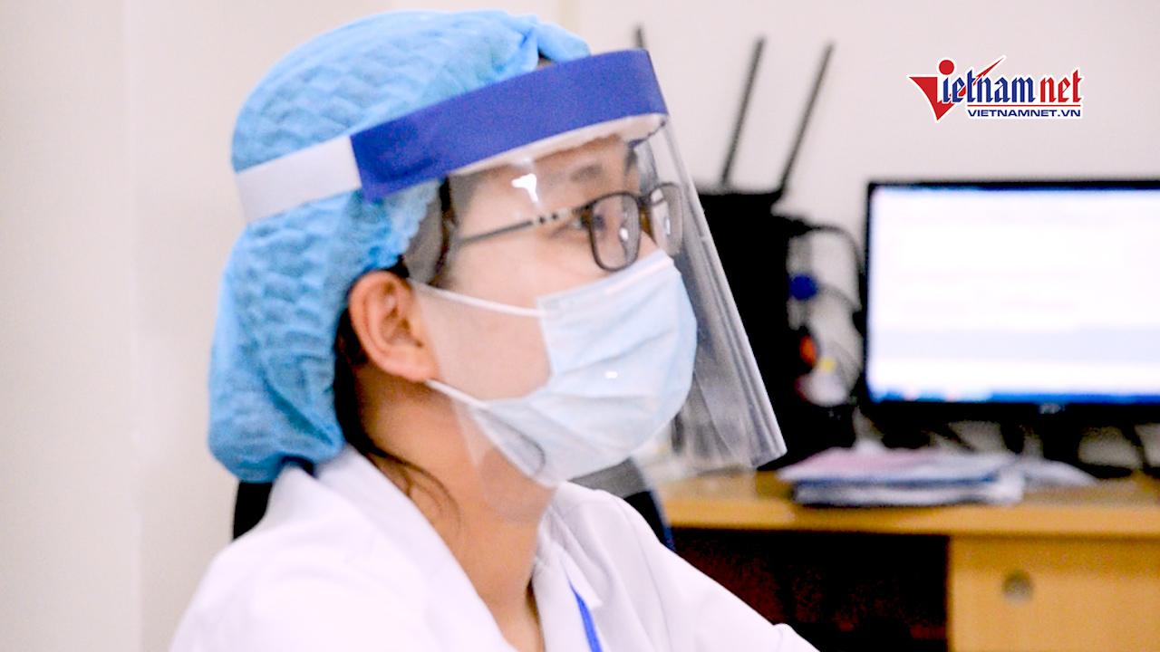 Xem bác sỹ tự làm mũ kính phòng Covid-19 giá 4.000 đồng
