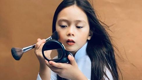 """Con gái Đoan Trang 6 tuổi ra dáng mỹ nhân tương lai, tự trang điểm khiến mẹ """"xách dép"""" học"""