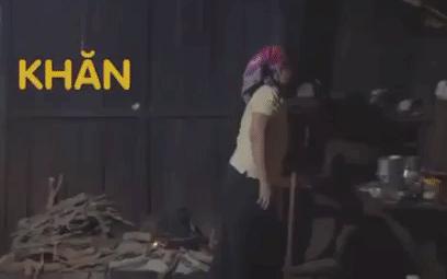 Vlog cuộc sống của H'Hen Niê ở buôn làng mùa dịch: Cặm cụi chuẩn thôn nữ, khăn hàng hiệu tặng mẹ đội làm bếp cho ngầu