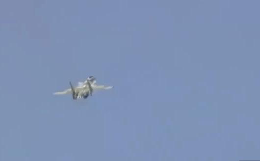 """Cú """"lòe"""" ngoạn mục của Nga: Su-37 cực kỳ đặc biệt từng khiến Mỹ-NATO lạnh gáy, TG sửng sốt"""