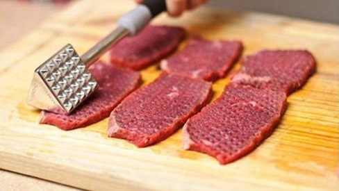 Thịt bò hết dai, mềm ngon tuyệt hảo nhờ xay loại quả này ướp vào trước khi nấu