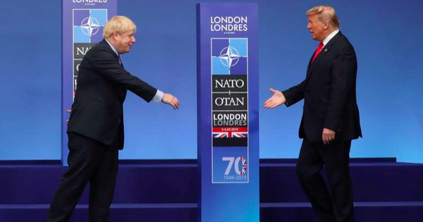 Lời đề nghị bất ngờ từ Tổng thống Trump sau khi biết tin Thủ tướng Anh phải điều trị tích cực vì COVID-19