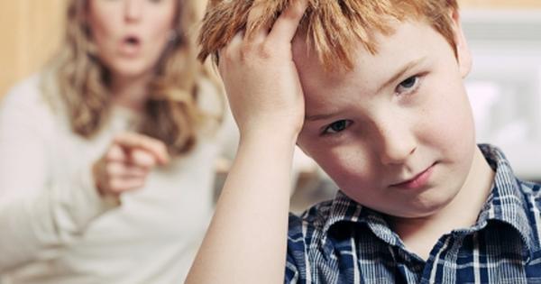 Con trai ăn trộm kẹo, bị mẹ mắng liền nói ra 1 bí mật khiến mẹ tái mặt