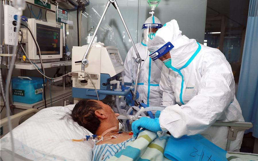 Chuyên gia phân tích: Máy thở và máy trợ thở có công dụng thế nào trong việc điều trị Covid-19?