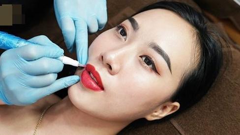 Phun xăm môi bị sưng mấy ngày? Phải làm sao để hết sưng?