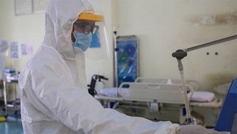 Bệnh nhân 91 phi công người Anh dương tính trở lại với SARS-CoV-2