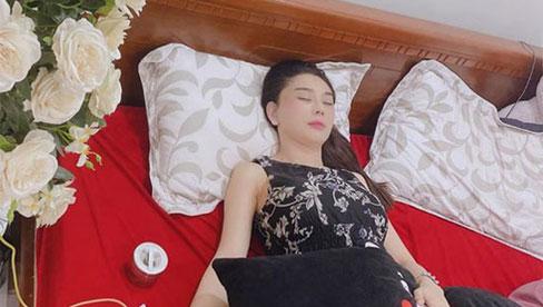 Lâm Khánh Chi bị co giật và khó thở, đang ở nhà mẹ đẻ giữa nghi vấn hôn nhân tan vỡ