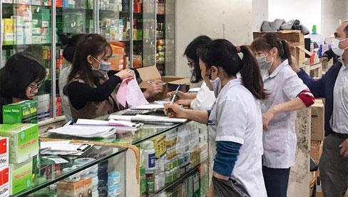 Tự ý mua thuốc ho, sốt có thể làm mất dấu người mắc Covid-19