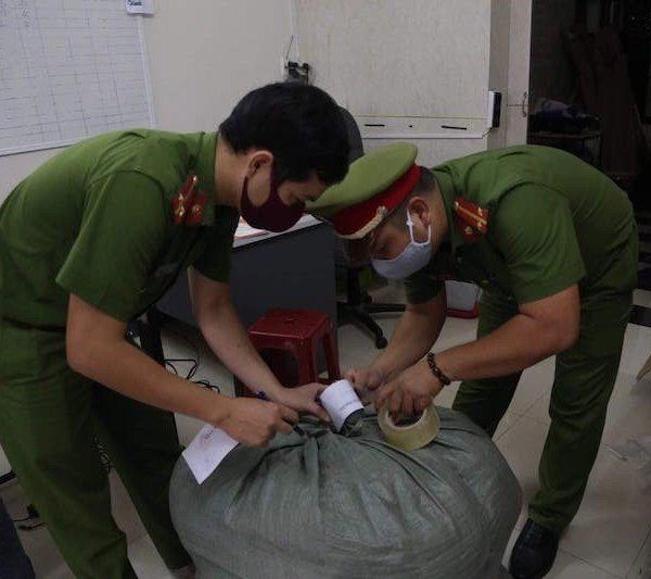 Đà Nẵng phát hiện cơ sở sản xuất khẩu trang chui