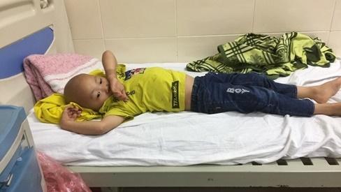 Bé trai 5 tuổi ung thư hạch, gia đình