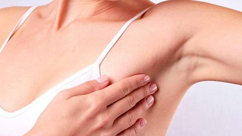 Những dấu hiệu cảnh báo ung thư vú ở người lớn tuổi
