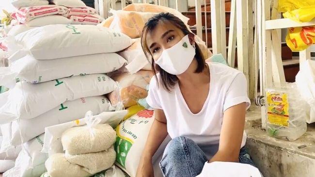 Kim Tuyến quyên góp 11 tấn gạo đến cây ATM ở TP HCM
