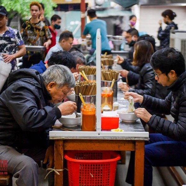 Những quán phở nổi tiếng nhất Hà Nội lần lượt mở cửa trở lại
