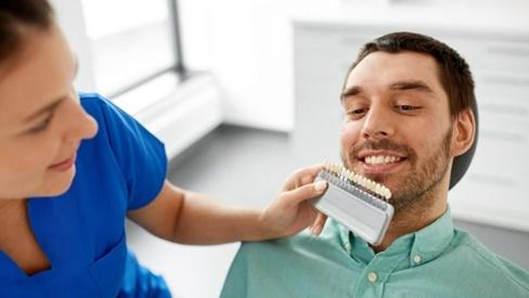 """Dán sứ veneer để """"thay áo mới"""" cho răng"""