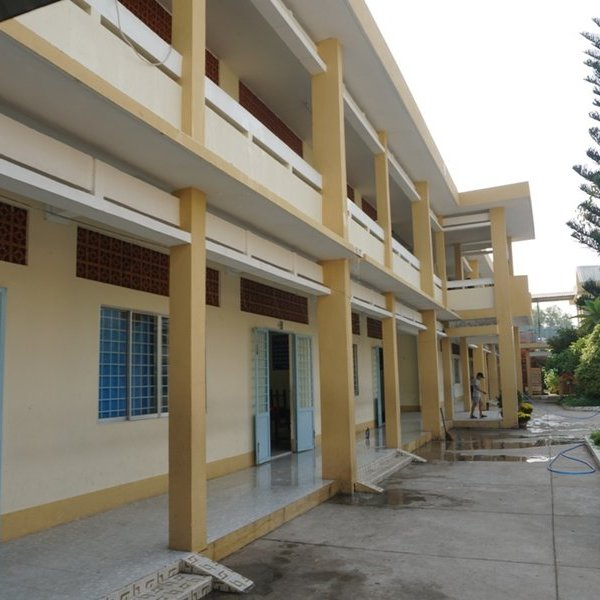 Vĩnh Long: Khẩn trương vệ sinh trường lớp trước khi cho học sinh trở lại trường