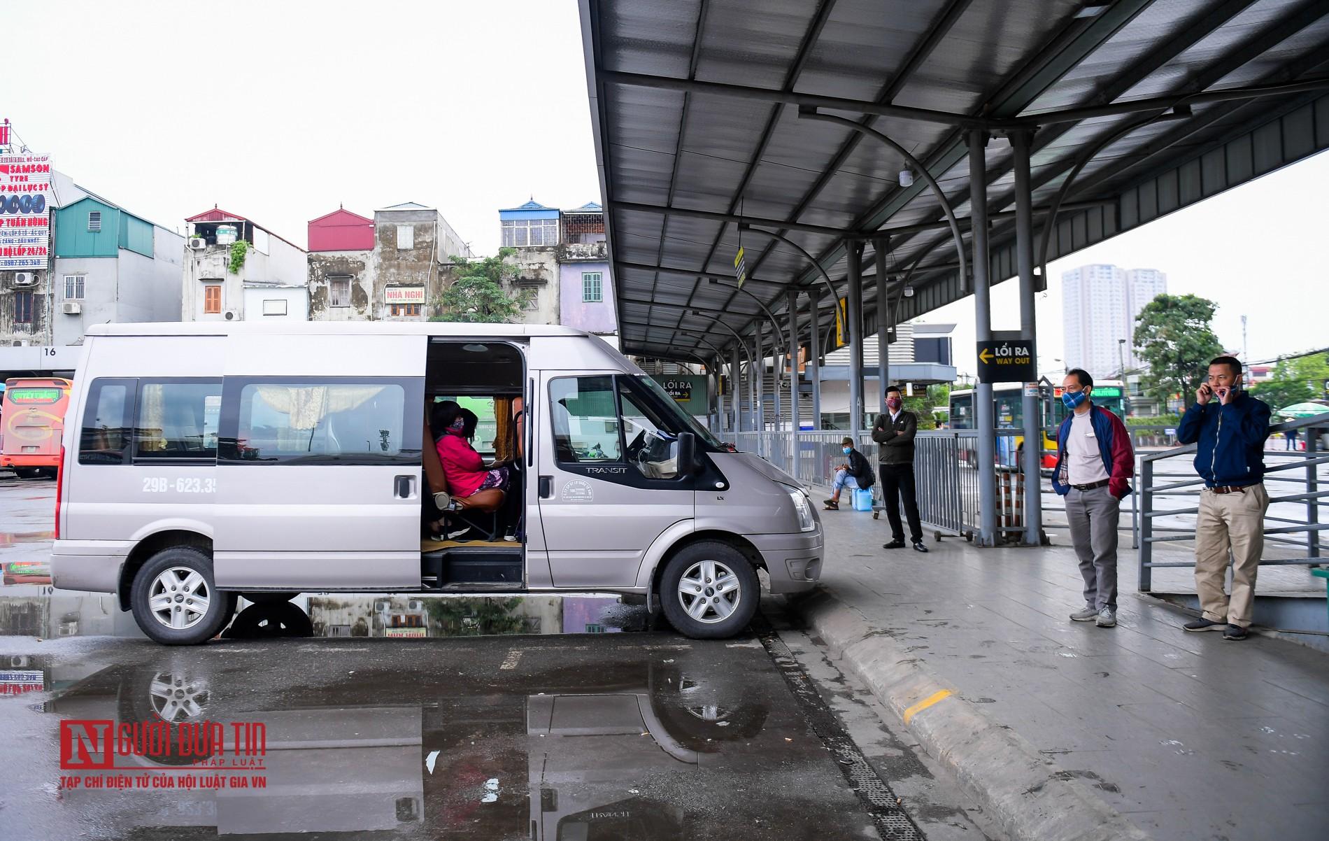 Các bến xe vắng khách sau lệnh nới lỏng cách ly-2