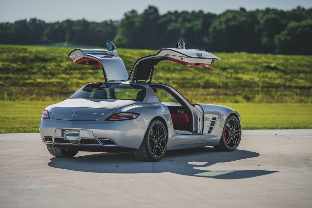 Chiêm ngưỡng bộ sưu tập siêu xe của CEO bị cáo buộc lừa đảo hơn100 triệu USD-16