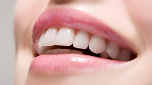 Trào lưu làm răng sứ thẩm mỹ có thật sự phù hợp với tất cả mọi người?