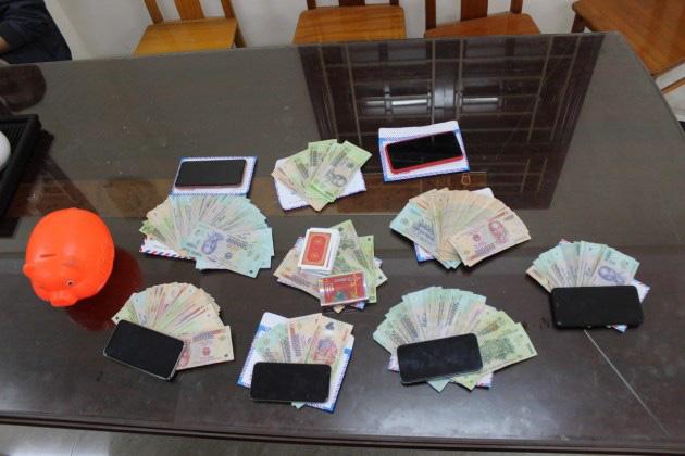 Quảng Bình: Tạm giữ hình sự 6 đối tượng vì hành vi đánh bạc-2