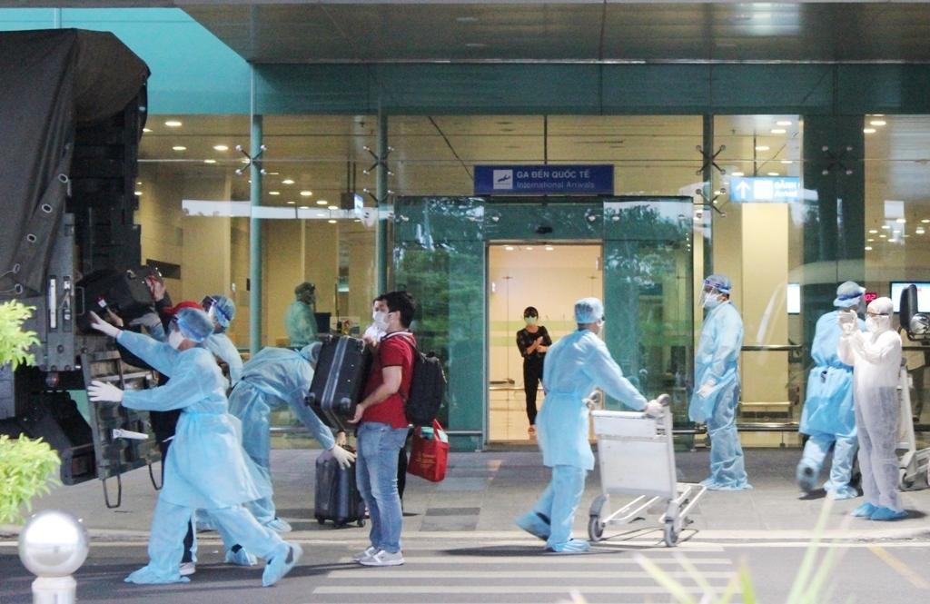 Cần Thơ: Đón chuyến bay đưa 105 công dân Việt Nam từ Indonesia về nước -1