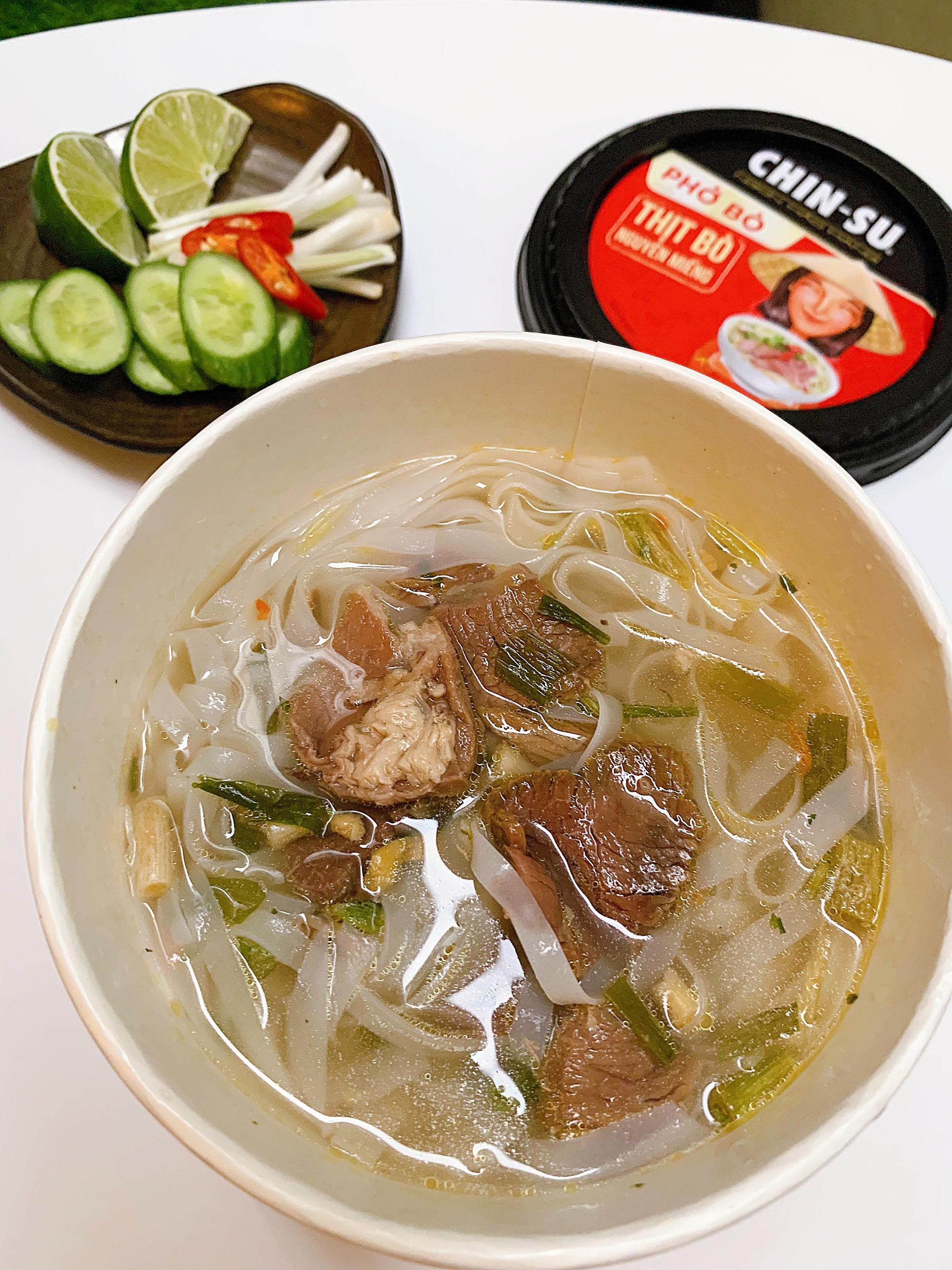 """Thành viên nhóm review ẩm thực hàng đầu Việt Nam bàn tán về loại phở ăn liền đang hot gần đây: Bất ngờ bởi thịt bò xịn"""" nguyên miếng!-6"""